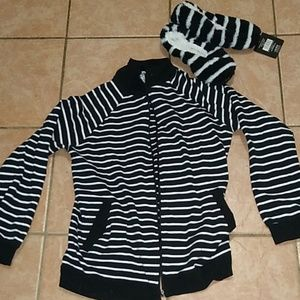 Sweaters - Black and white striped sweater and slippers set